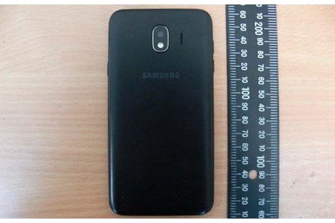 Volgens bronnen zal Samsung deze maand een viertal nieuwe Galaxy J-modellen introduceren. Het ontwerp van deze smartphonereeks komt overeen met enkele features van high-end toestellen van vorig jaar. Zo hebben de nieuwe smartphones het 'Infinity Display' waarmee het dunne ontwerp van de bezels wordt aangeduid. Met deze stap wil Samsung direct de concurrentie aan gaan met fabrikanten zoals Xiaomi die ook goedkope smartphones met dergelijke ontwerpen op de markt brengt.