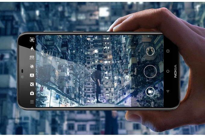 Vandaag heeft HMD, het moederbedrijf achter Nokia, zijn nieuwe X6 gepresenteerd. Het is de eerste smartphone met het bekende notch-ontwerp vanuit Nokia. Vooralsnog is de nieuwe X6 exclusief bestemd voor de Chinese markt. HMD heeft echter vaker smartphones exclusief voor de Chinese markt uitgebracht waarna deze later ook in Nederland verkrijgbaar werden. Er is dus ook een goede kans dat deze X6 ook in Nederland leverbaar gaat worden.