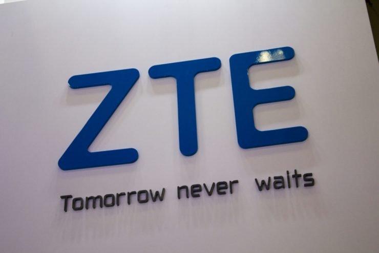 Amerika en China hebben een overeenkomst bereikt om ZTE weer in bedrijf te krijgen. Dit meldt de New York Mail. Er zijn wel strikte voorwaarden aan het zogenaamde 'reddingsplan'. Aan deze voorwaarden moet ZTE zich strikt houden om operationeel te kunnen blijven.