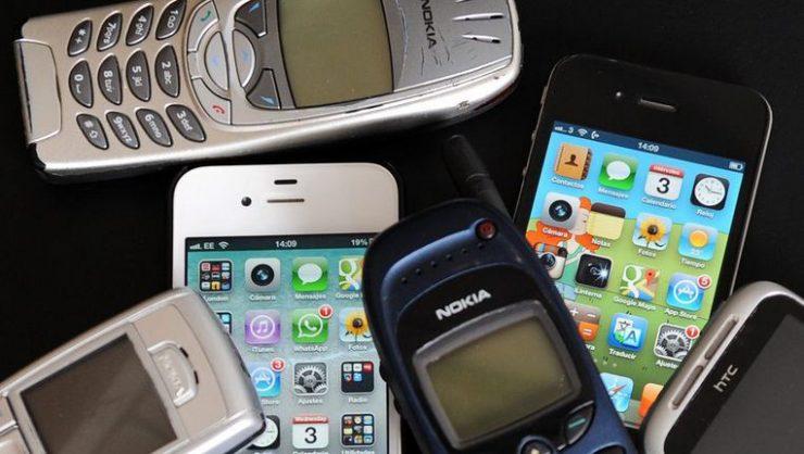 De smartphone is inmiddels niet meer weg te denken uit het straatbeeld. Het is een alledaags apparaat waar wij niet eens meer over nadenken. Toch zijn er enkele leuke feitjes waar je wellicht nooit van wist of over hebt nagedacht. Wij zetten hierbij graag alle leuke feitjes voor jou op een rij.