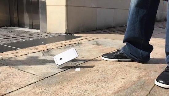 Normaal gezien ben je toch erg voorzichtig met de iPhone. Het is niet de type smartphone die je snel op de bouw tegenkomt. Hier is een merk zoals CAT beter vertegenwoordigt. Toch zijn er twee recente gevallen bekend waarbij een iPhone een flinke val heeft overleefd en gewoon nog prima functioneerde.