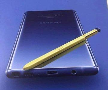 Op het internet is een poster verschenen van de nog aan te kondigen Galaxy Note 9. Op de poster zien wij enkele details terug die eerdere geruchten bevestigen. Met deze poster kunnen wij dus enkele zaken bevestigen. De nieuwe Galaxy Note 9 zal op 8 augustus worden gepresenteerd en zal dan vermoedelijk eind augustus werkelijk leverbaar gaan worden.