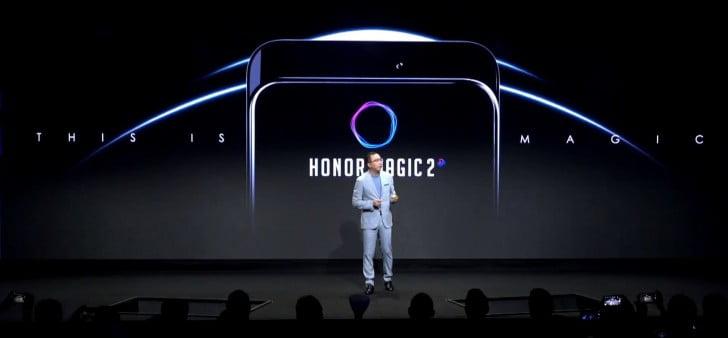 Nadat Honor bekend heeft gemaakt dat de Honor Play ook in Nederland beschikbaar komt kwam de fabrikant met de Magic 2. Althans, de fabrikant heeft een glimp gegeven wat wij kunnen verwachten van de nieuwe Magic 2. Zijn voorganger dateert al van december 2016. Het is dus goed mogelijk dat de nieuwe opvolger ook in december beschikbaar gaat komen. Helaas gaf Honor hier nog geen antwoord op. Uniek is de nieuwe Magic 2 wel.