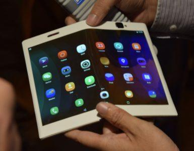De strijd rondom de eerste opvouwbare smartphone is in volle gang. Een grote afwezige in deze strijd is vooralsnog Lenovo, het moederbedrijf van Motorola. Mogelijk komt er binnenkort een einde aan deze stilte. Op het Chinese sociale netwerk Weibo heeft de fabrikant te kennen gegeven binnenkort met meer informatie te komen.