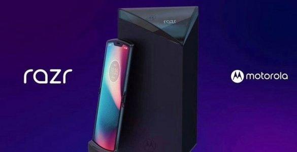 De Motorola RAZR is wellicht nog de enige smartphone waar iedereen dit jaar nog op zit te wachten. Veel informatie rondom deze opvouwbare smartphone is er nog niet, maar langzaam aan komt de informatie wel langzaam los. Een nieuwe render toont, wat lijkt, renders voor persberichten waarin de RAZR duidelijk in beeld is.