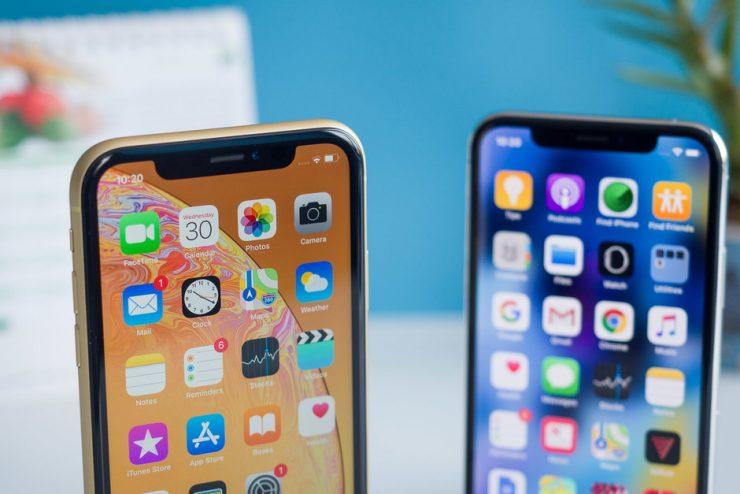 Toekomstige iPhones zullen smallere notches gaan krijgen of zelfs helemaal geen notch. Dit weten betrouwbare bronnen te melden. Voor dit jaar hoeven wij hier echter nog niet op te rekenen. De smallere notch aan de bovenzijde aan het scherm komt pas volgend jaar op de markt. De notch verdwijnt vermoedelijk pas in 2021.