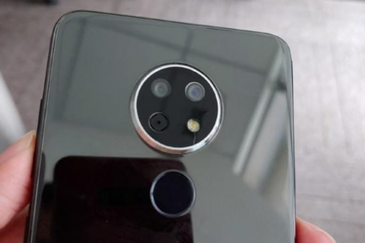 Op het internet zijn foto's online verschenen van een mysterieuze Nokia smartphone. Ook zijn inmiddels enkele details gelekt over deze smartphone. In welke serie deze nieuwe smartphone gaat vallen is nog onbekend, maar wij kunnen wel een wilde gok doen.