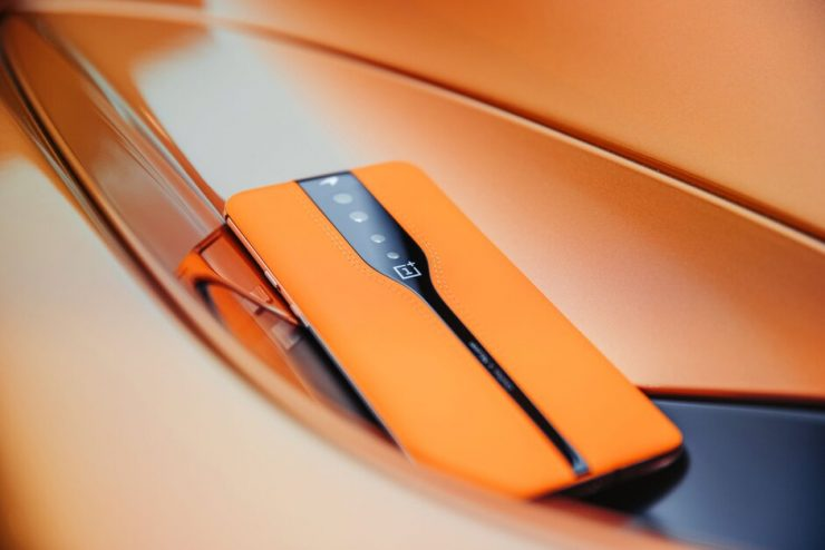 OnePlus toont de One Concept met onzichtbare camera's achter het glas.